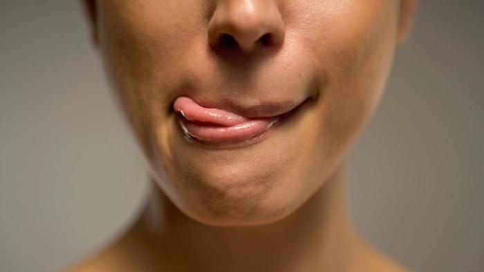 Jangan menjilati bibirmu