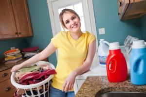 Detergen dan pewangi adalah barang yang dipakai sehari-hari. Tak perlu sampai menghindari, namun gunakan dengan hati-hati