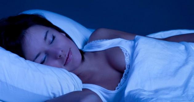 Tidur yang cukup untuk berat badan ideal via mirror.co.uk