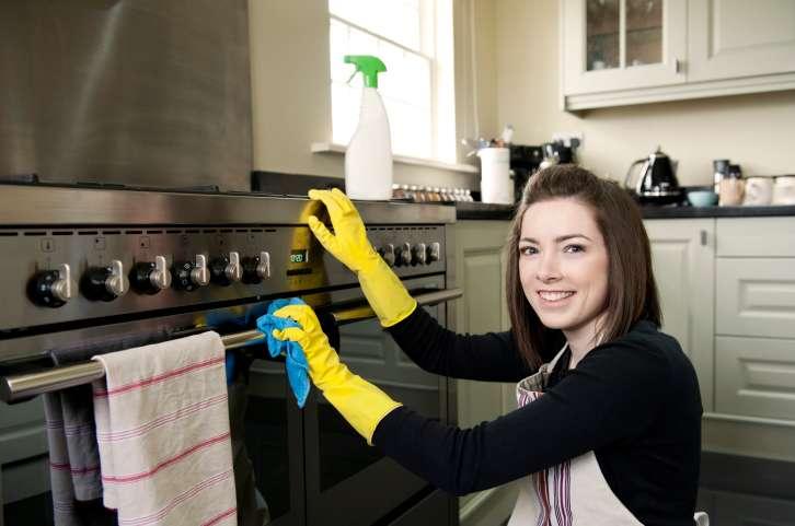 Membersihkan oven dengan cairan pembersih, amankah? - via answcdn.com