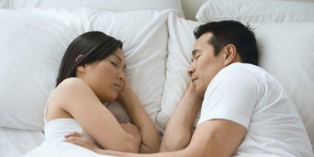 Posisi tidur seperti ini, konon anaknya laki-laki - via bitlanders.com