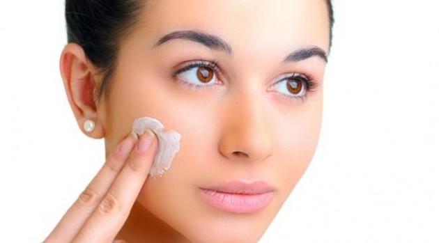 gunakan pasta gigi sebagai masker alami via lifestyle.liputan6.com