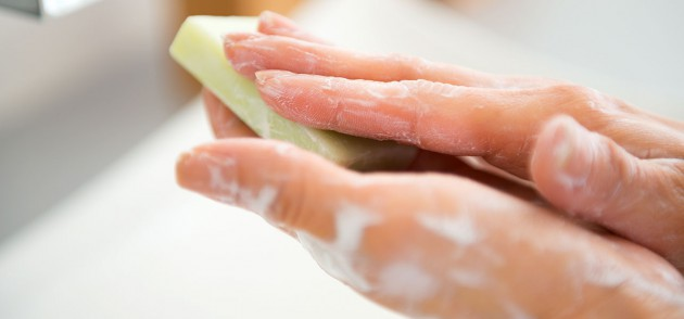 Mengecek kadar keasaman sabun