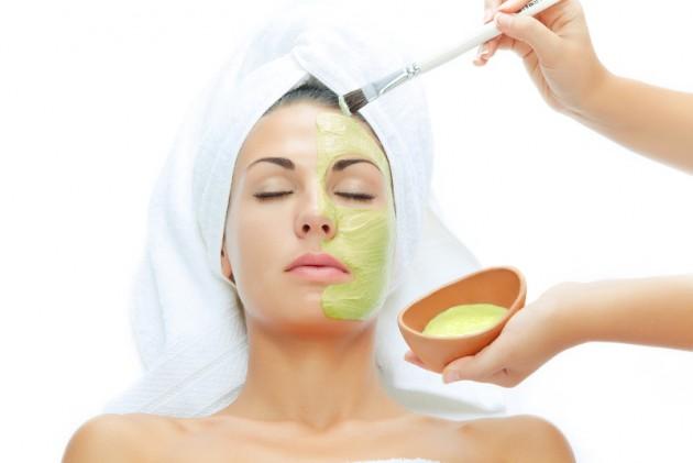 masker daging lidah buaya agar kulit tetap kenyal via aljamila.com