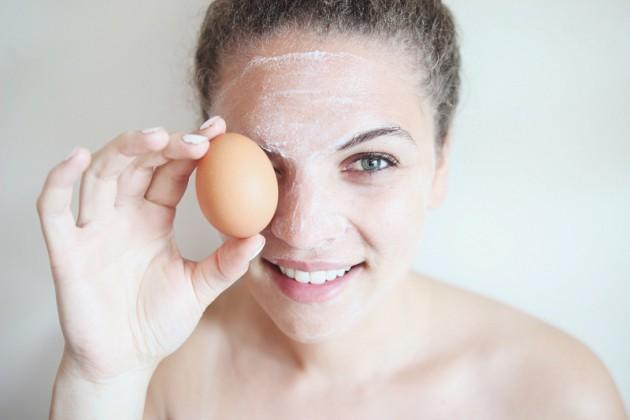 masker putih telur supaya komedo mengering via mencegahpenyakit.com