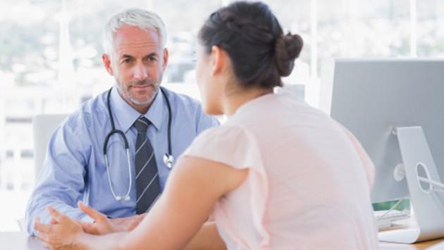 Dokter berdiskusi dengan Anda dan melakukan diagnosis - via colgate.com