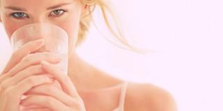 Manfaat Minum Air Putih Untuk Menghilangkan Bekas Jerawat!