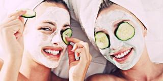 6 Perawatan Wajah Berjerawat yang Sebaiknya Dibiasakan Tiap Malam