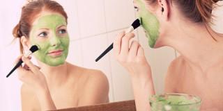 7 Langkah Mudah Melakukan Facial Sendiri di Rumah