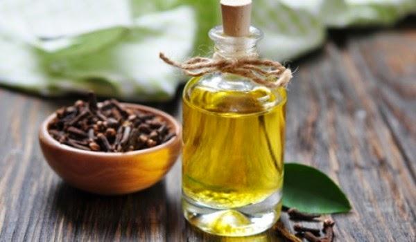 minyak cengkeh akan menghilangkan bekas jerawat secara sempurna via healthyfoodstar.com