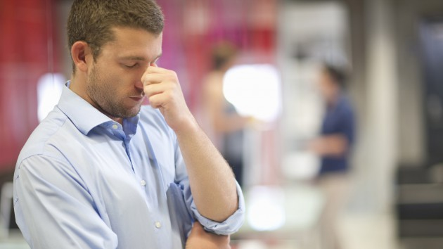 stress bisa jadi penyebabnya via www.sheknows.com