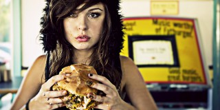 Jauhi 12 Makanan Ini Kalau Gak Mau Jerawat Menyambangi! (1)
