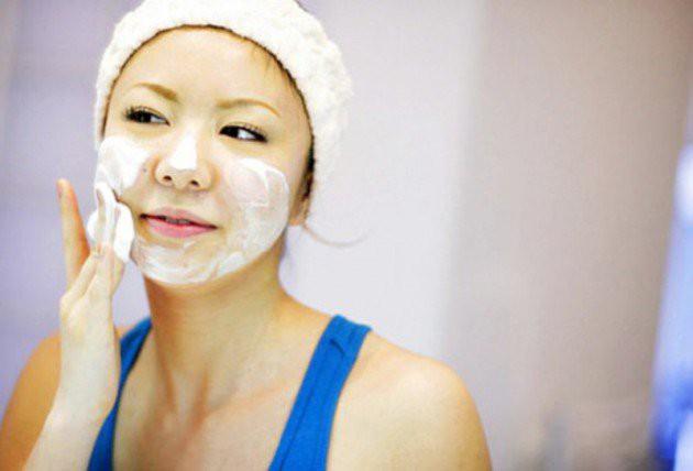 Cuci wajah menggunakan sabun muka